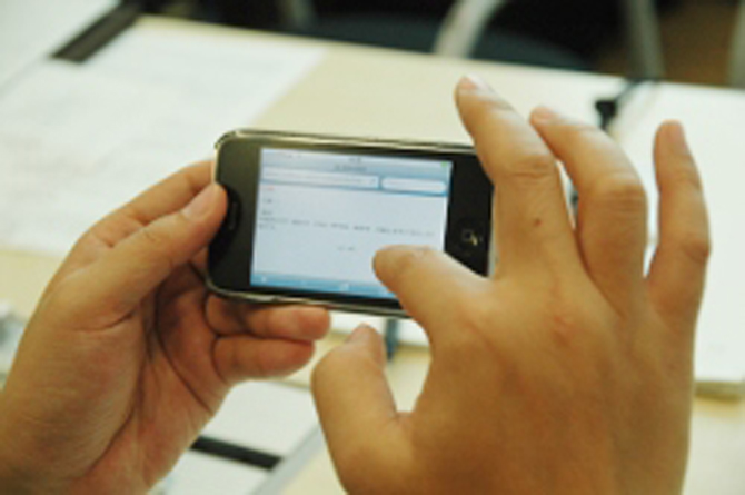 アンケートはiPhoneなどでどこでもアンケートに回答できる