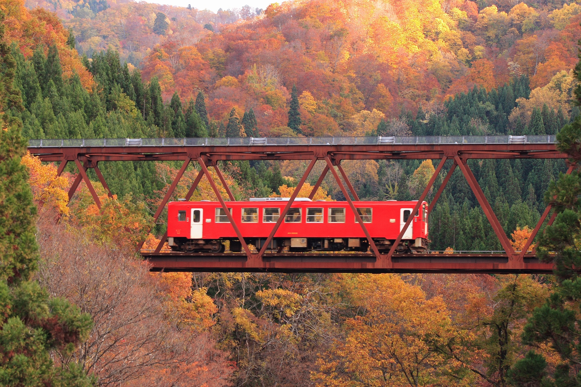 県内陸部を南北に縦貫する「秋田内陸縦貫鉄道」